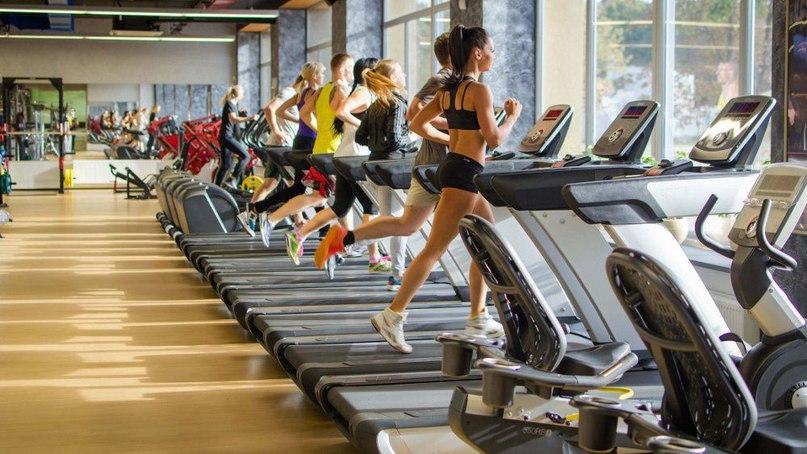 Як тренуватися в залі в години пік