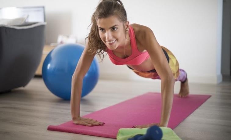 Комплекс вправ в тренажерному залі для м'язів живота для жінок