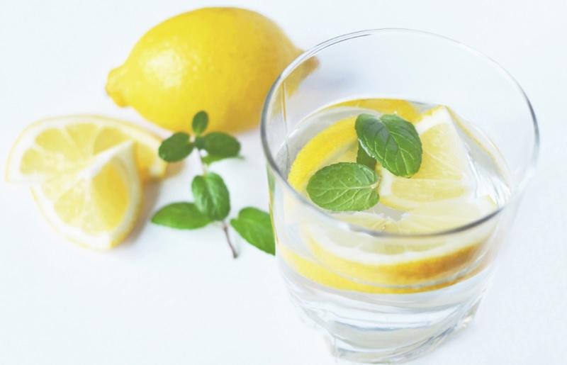Користь води з лимоном для організму