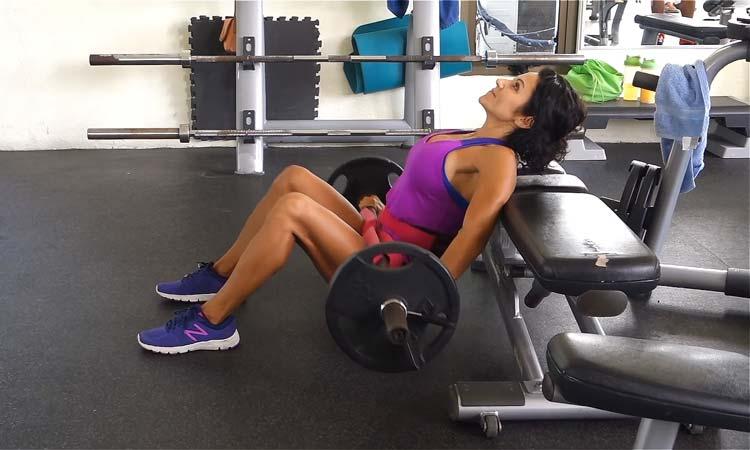 Вправа місток зі штангою для сідничних м'язів (Відео)