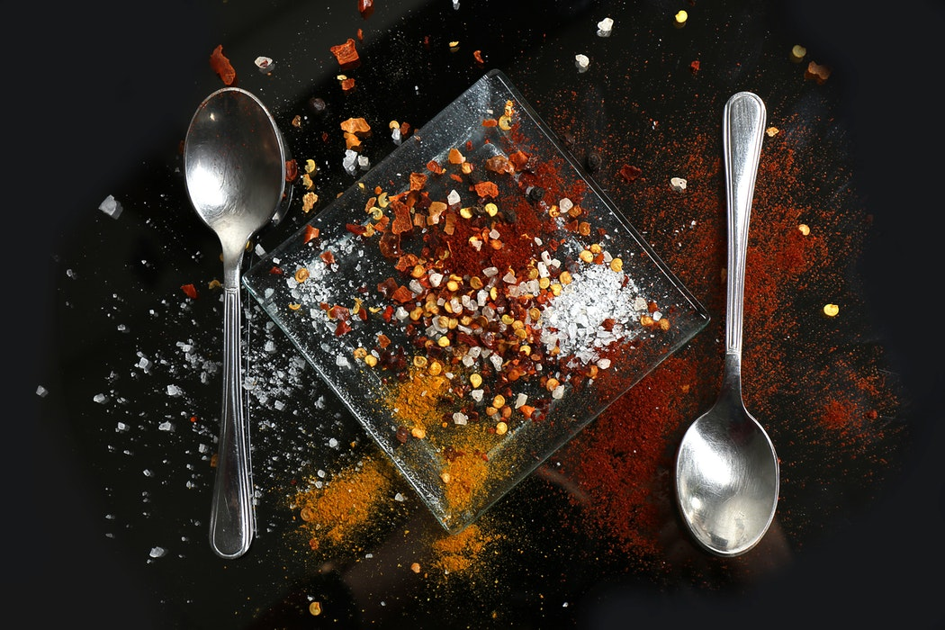5 ознак, що ваш організм перенасичений сіллю