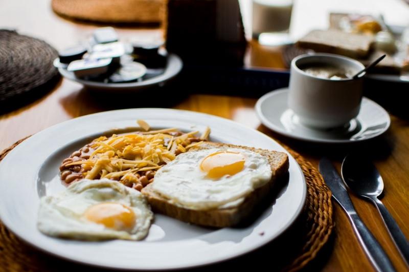 Сніданок - чому потрібно снідати і в чому його користь?