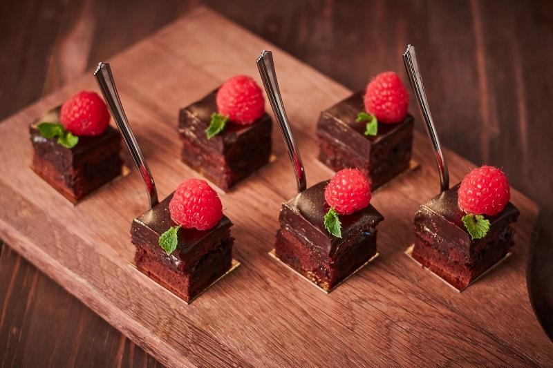 Чому виникає залежність від солодощів та як її позбутися