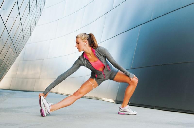 Вправи та правила для виконання розминки перед тренуванням (відео)