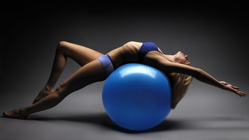Фітнес із м'ячем: стрункішаємо швидко (+відео)