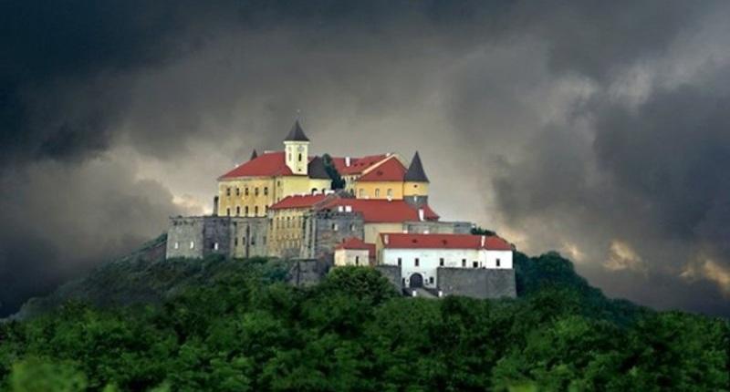 Замок Паланок - подорожуємо Україною