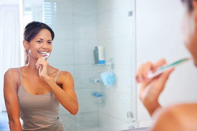 Просте тренування, поки ви чистите зуби